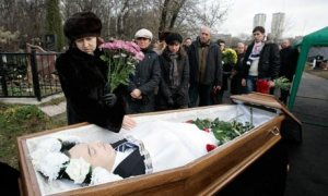 Widow Zharikova grieves over husband Magnitsky's body